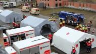 Das Berliner Rote Kreuz übt am 15.03.2015 auf dem Bundeswehrübungsgelände in Lehnin (Brandenburg) den Ernstfall.
