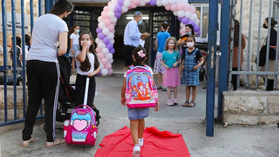 Grundschüler an ihrem ersten Schultag in Jerusalem, 1. September 2021