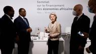 Ursula von der Leyen am 18. Mai in Paris mit Akinwumi Adesina, Macky Sall und Kais Saied