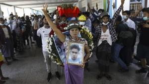 Auf Myanmars Straßen wird geschossen, um zu töten