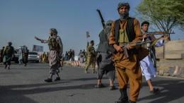 Taliban greifen Herat und einen Flughafen an