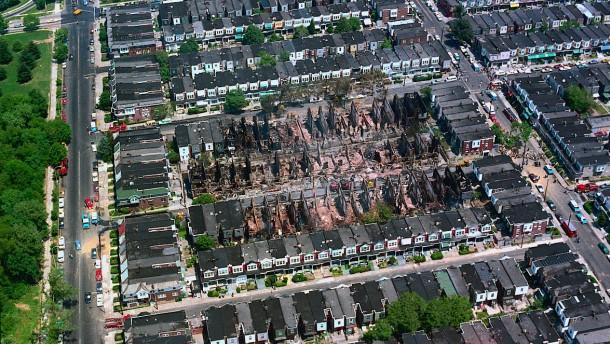 Die Stadt, die sich selbst bombardierte
