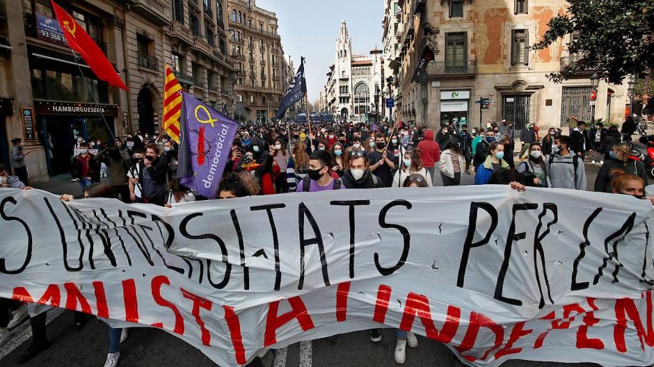Protest für die Freilassung des katalanischen Rappers Pablo Hasél am 19. Februar in Barcelona