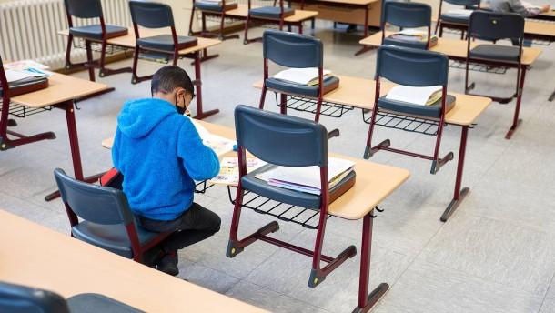 Steinmeier fordert Vorrang von Kitas und Schulen