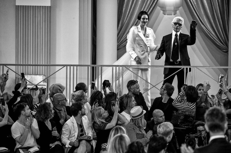 Umjubelt: Lagerfeld 2015 im Grand Palais beim Schlussapplaus für seine Chanel-Show