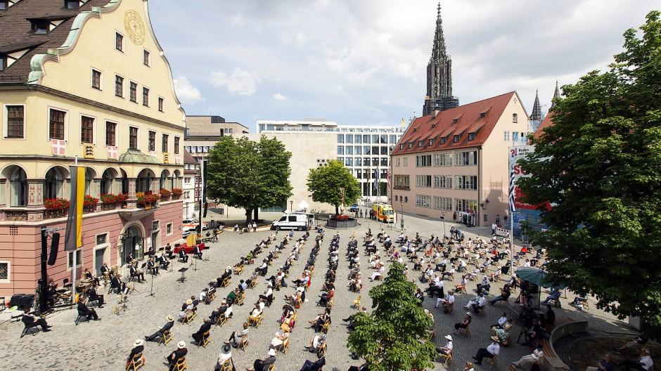 20. Juli 2020: Schwörmontag auf dem Weinhof mit streng limtierter Teilnehmerzahl. An diesem Ulmer Nationalfeiertag tummeln sich hier  normalerweise Tausende.