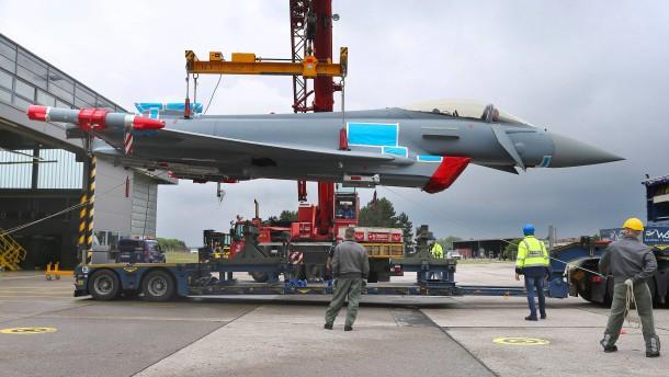Neue Kampfflugzeuge für mehr Verlässlichkeit