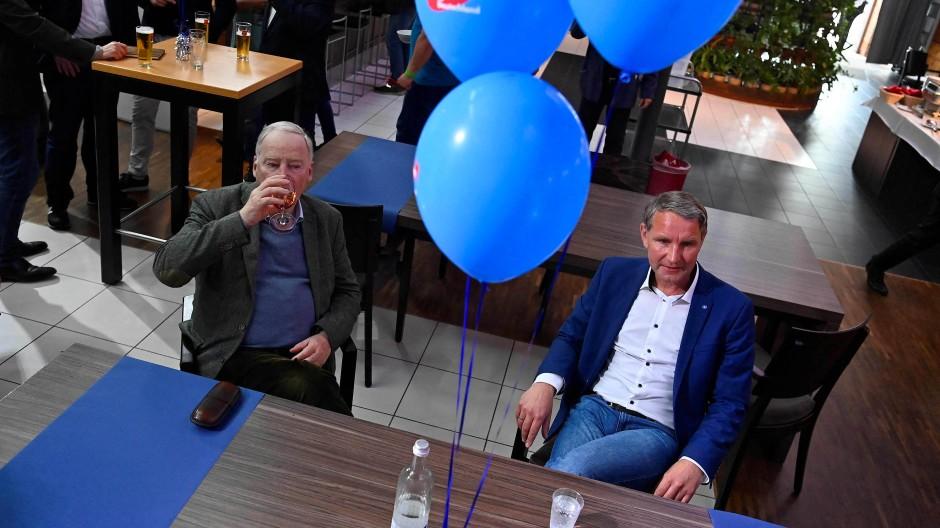 Der Ko-Fraktionsvorsitzende der AfD im Bundestag, Alexander Gauland, und der Thüringer Landeschef Björn Höcke am Sonntag in Magdeburg