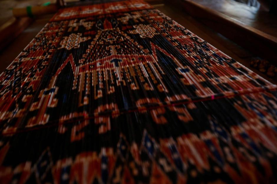 Rückbesinnung auf alte Werte: Die Bewohner von Sumba weben wieder traditionelle Textilien.