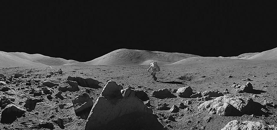 Mission erfüllt: Das Foto zeigt den Astronauten Jack Schmitt von Apollo 17. Das Bild ist eine Montage von 25 Aufnahmen aus der Kamera Gene Cernans.