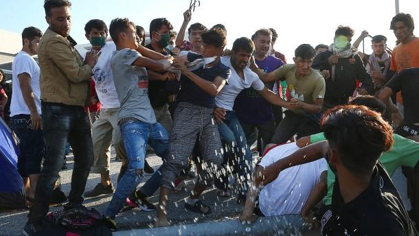 Union streitet über Umgang mit Migranten auf Lesbos
