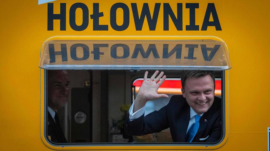 Szymon Hołownia im Juni 2020 vor einer Fernseh-Wahldebatte in Warschau