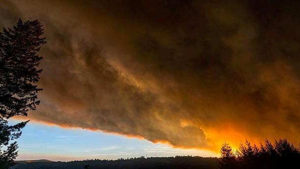 Der Westen, der in Flammen steht