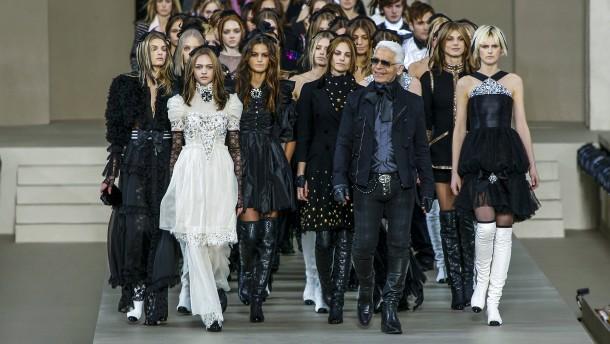 Am Hof des Modekaisers