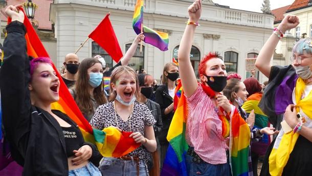 Gerichte kippen diskriminierende LGBT-Beschlüsse