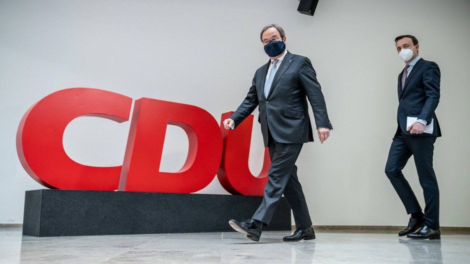 Mit einer Handreichung gegen die Grünen: der CDU-Vorsitzende Armin Laschet (links) und CDU-Generalsekretär Paul Ziemiak, hier Ende Januar in Berlin im Konrad-Adenauer-Haus