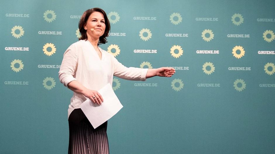 Hatte sich mehr erhofft: Annalena Baerbock kommentiert am Sonntagabend in Berlin das Wahlergebnis von Sachsen-Anhalt.