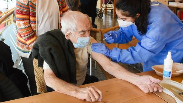 So sollen Hausärzte die Impfzentren unterstützen