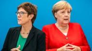 Die CDU-Vorsitzende Annegret Kramp-Karrenbauer mit Bundeskanzlerin Angela Merkel im August 2019 im Konrad-Adenauer-Haus in Berlin.