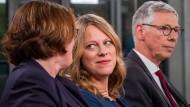 Werden Kristina Vogt von den Linken, Maike Schaefer von den Grünen und Carsten Sieling von der SPD (v.l.n.r.) in Zukunft in einer Koalition Bremen führen?