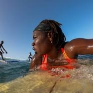 Khadjou Sambe auf dem Weg zurück ins Line-up, dort, wo die Wellen brechen.