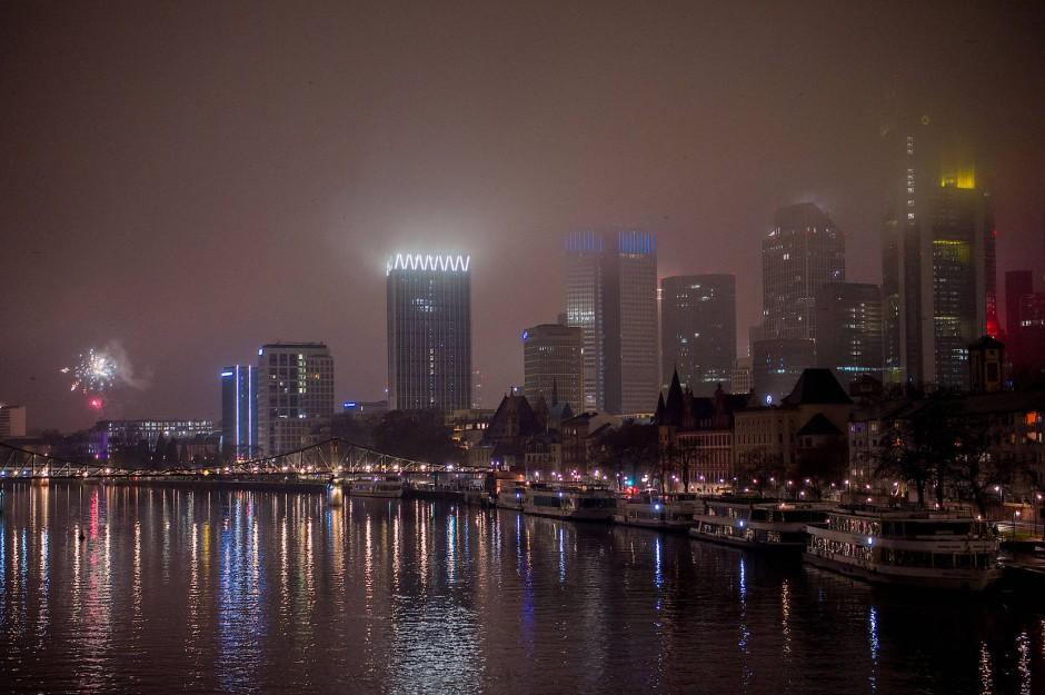Gähnende Leere über der Frankfurter Skyline in der Silvesternacht am 31.12.2020.