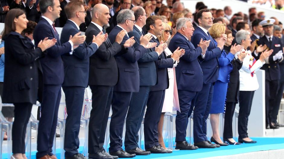 Am Nationalfeiertag dankt Frankreichs Regierung denen, die das Land am Laufen gehalten haben.