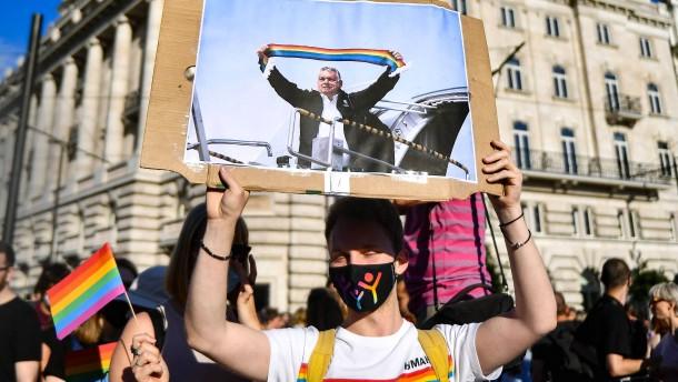 Orbán nicht in die Hände spielen