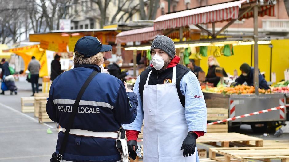 Niemand ist sicher vor Sars-CoV-2: Auf einem Markt in Turin