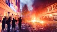 Im Schanzenviertel eskalierte am Freitagabend die Gewalt – trotz des Versprechens des Hamburger SPD-Bürgermeisters Olaf Scholz, der Gipfel werde sicher verlaufen.