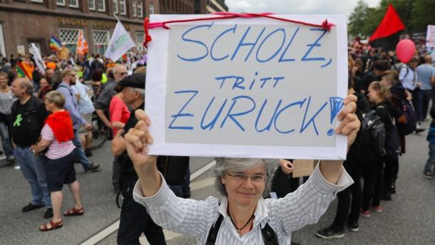 Hamburg räumt auf – und demonstriert weiter