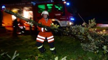 Die Feuerwehr ist pausenlos im Einsatz, um die Schäden zu beheben
