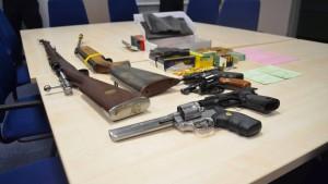 SEK beschlagnahmt Waffen bei Reichsbürger-Ehepaar