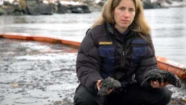 Klebriger Ölschlick gefährdet Natur auf Aleuten