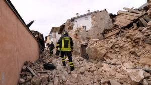 Hilfe für Onna, das zweimal zerstörte Dorf