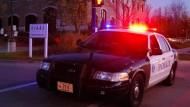 Großeinsatz: Die Polizei rückte nach dem Notruf mit einem Großaufgebot vor dem Wellness-Center an