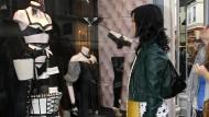 Muss demnächst woanders einkaufen: Katy Perry beim Shoppen bei Colette