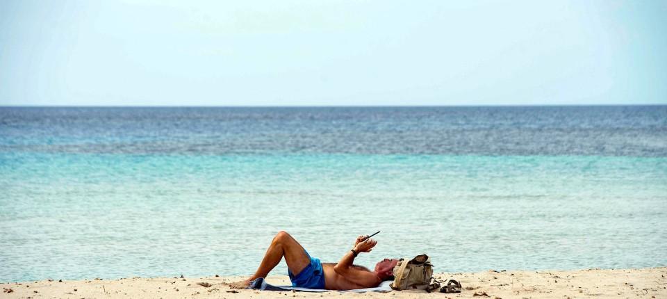 Meer davon: Auch an der Cala en Porter an der Südküste der Insel Menorca darf jetzt wieder von einer Zeit nach der Corona-Krise geträumt werden.