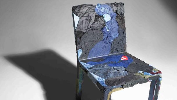 Abfall bist du, und ein Stuhl sollst du werden