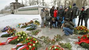 Warum Experten gegen verpflichtende KZ-Besuche sind