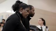 Die Mutter des getöteten Achtundzwanzigjährigen im Gerichtssaal. Dem Mörder ihres Sohnes drohen bis zu 15 Jahre Haft.