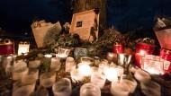 In Freiburg wird noch immer um die ermordete Studentin Maria L. getrauert. Hätte ihr Tod verhindert werden können? Griechische Behörden weisen Kritik zurück.