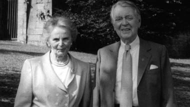 Gleichberechtigt: Else und Berthold Beitz im Jahr 2003 im Park der Villa Hügel in Essen.
