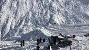 Mehrere Skifahrer von Lawine in Frankreich mitgerissen