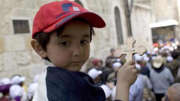Kind und Kreuz