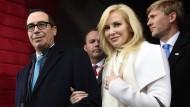 Louise Linton mit ihrem Ehemann im Januar 2017 bei der Inauguration von Donald Trump