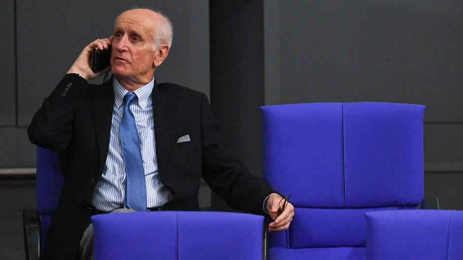 Der AfD-Abgeordnete Albrecht Glaser während der konstituierenden Sitzung des 19. Deutschen Bundestages