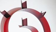 """Verdreht: Der """"Bookworm"""" vom Briten Ron Arad war 1994 das erste flexible Regal der Welt. Seither wurde er tausendfach kopiert."""