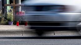 Polizei vermutet Autorennen und stellt Autos sicher