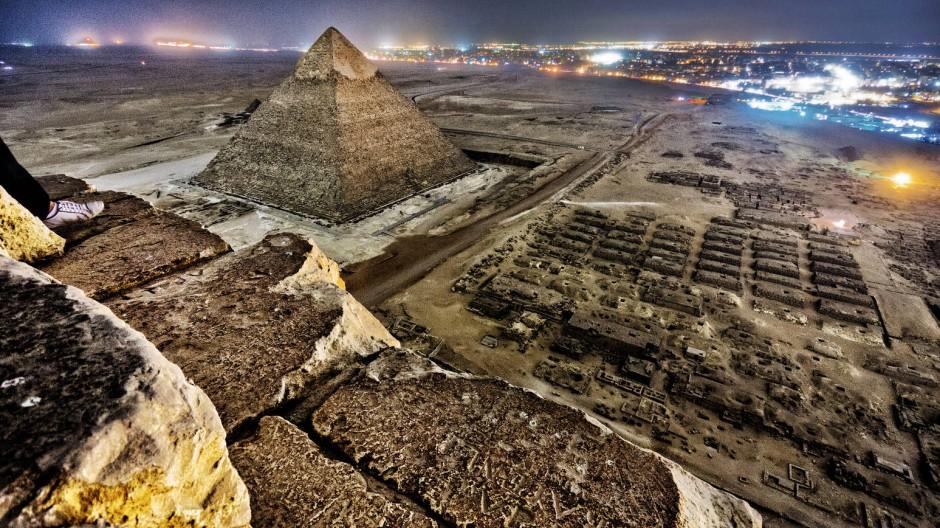 Keine Mücken, aber guter Ausblick: Blick von der Spitze der Cheops-Pyramide.